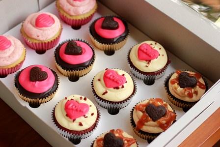 cupcakes in box valentine1