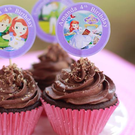 umumnya kue ulang tahun anak disajikan dalam bentuk kue tart biasanya